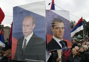 Опрос: Россияне хотели бы видеть кандидатом в президенты Путина, а не Медведева