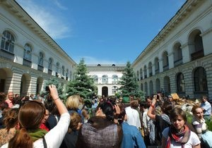 В Киеве прошла акция в защиту Гостиного двора на Подоле