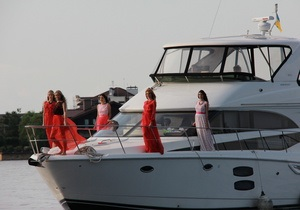Фотогалерея: Модный круиз. Киевский дизайнер устроила показ на яхте
