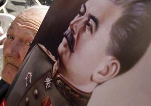На открытии памятника Сталину в Запорожье ветераны избили журналиста