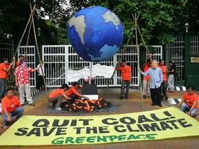 На Филиппинах активисты Greenpeace сделали барбекю из глобуса