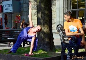 Застывшие йоги удивляли киевлян