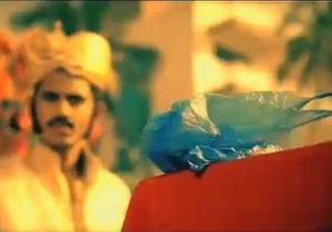 На индийском ТВ рекламируют отказ от полиэтиленовых кульков