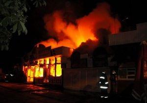 Сегодня ночью в Киеве на одном из рынков произошел крупный пожар