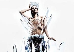 Дизайнеры создали платье изо льда весом в 2,5 тонны