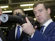 Медведев приглашает Ющенко на скачки