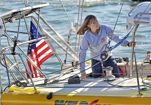 Спасатели нашли пропавшую 16-летнюю американку, совершающую кругосветное плавание