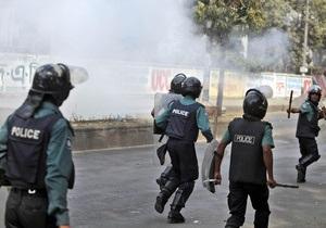 Массовая акция протеста работников в Бангладеш: В столкновениях с полицией пострадали 50 человек