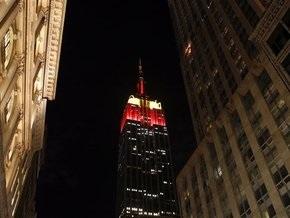 Известный нью-йоркский небоскреб окрасился в красный цвет в честь 60-летия КНР
