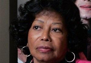 Мать Джексона будет судиться с организаторами несостоявшихся концертов