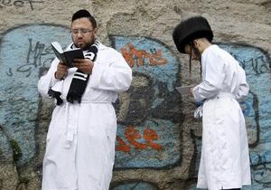 Израильские СМИ сообщили, что 400 хасидов были задержаны перед вылетом в Украину
