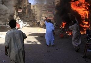 В Пакистане столкновения обернулись беспорядочными убийствами. Погибли более 30 человек