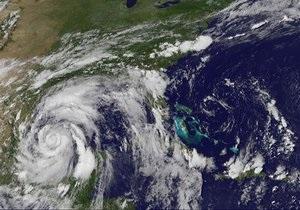 Тропический шторм Алекс, надвигающийся на США и Мексику, превратился в ураган