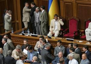 Регионалы, инициировавшие внеочередное заседание, заблокировали трибуну Рады