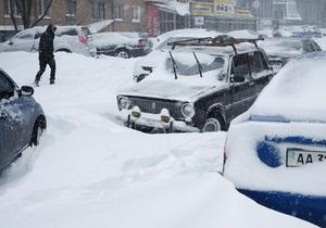 снег в Киеве - снег - непогода в Украине - ситуация на дорогах: Украину продолжит засыпать снегом. Во всех регионах страны объявлено штормовое предупреждение