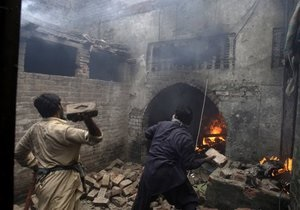 Новости Пакистана - В Пакистане более ста домов сожгли в христианском квартале города Лахор