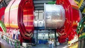 Том Хэнкс запустит Большой адронный коллайдер