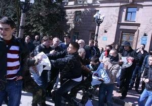 В Николаеве националисты подрались с коммунистами из-за Табачника