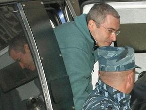 Ходорковский вошел в здание суда с криком  Позор!
