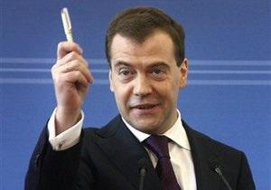 Медведев заявил, что кроме Украины у России есть и другие возможности транзита