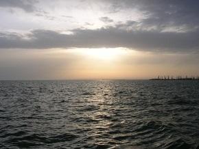 В Крыму детей унесло в открытое море на матрасе