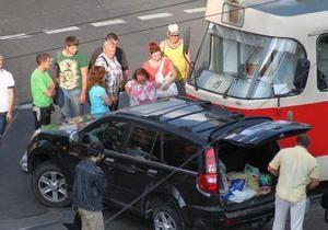 В Киеве трамвай врезался в джип