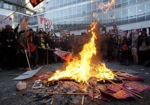 Фотогалерея: Из искры - пламя. Британские студенты протестуют против повышения платы за обучение