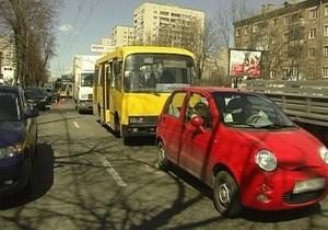 В Киеве в результате столкновения трех автомобилей госпитализирована женщина