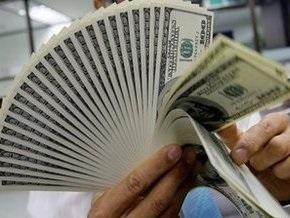 Доллар и евро резко снижаются на межбанке