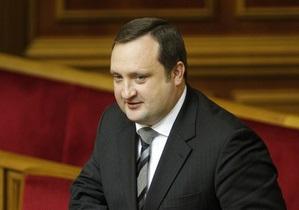 Арбузов: Курс гривны стабилизируется благодаря обязательной продаже 50% валютной выручки