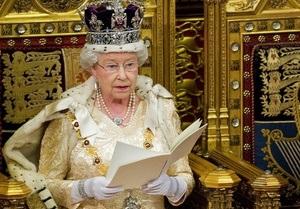 Государственное платье Елизаветы Второй выставят на всеобщее обозрение
