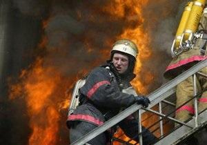 В Днепровском районе Киева горела крыша дома
