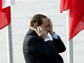 Берлускони потребовал 1 млн евро от газеты за вопросы о его личной жизни