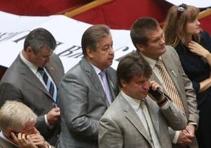 Депутаты собрали 165 гривен для коллеги, который отсудил у журналистки 20 тысяч гривен