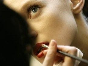 Пожилым женщинам полезен ежедневный макияж - ученые