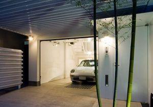 Любоваться из любого окна. Японец построил свой дом вокруг автомобиля Porsche
