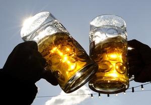 Британские врачи призывают подавать алкоголь в барах в пластиковых стаканах