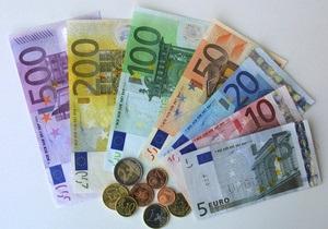 Евро закрывает межбанковскую неделю падением