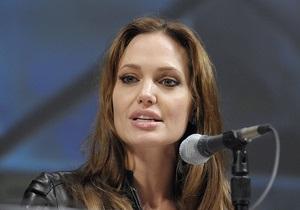 Тетя Джоли скончалась от рака груди