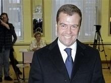 Exit-poll: Медведев набрал 69,6%