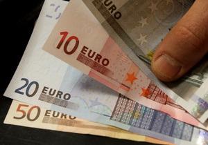Евро упал по отношению к доллару до двухнедельного минимума