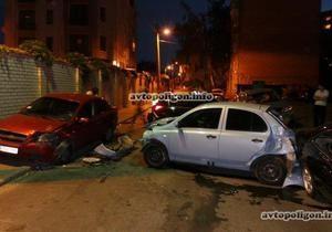новости Киева - ДТП - В Киеве девушка за рулем автомобиля разбила пять машин