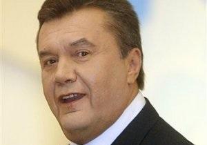 Янукович пожелал художникам новых достижений во имя Украины