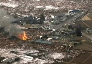 В Японии после землетрясения и цунами пропал пассажирский поезд
