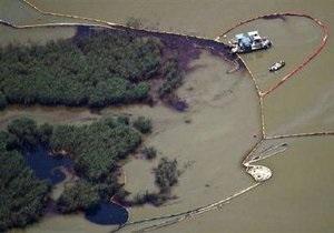 Власти США признали разлив нефти в Мексиканском заливе крупнейшей экологической катастрофой