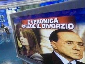 Берлускони обвиняет оппозицию в причастности к скандалу с его возможным разводом