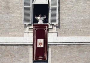 Толпы пришли на воскресную молитву Бенедикта XVI