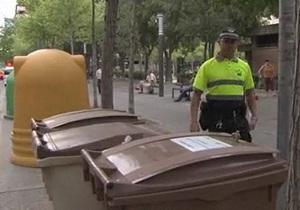 В испанском городе будут охранять мусорные баки от бедняков