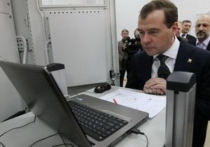 Медведев: социальные сети нужно развивать, блокировать их невозможно