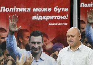 УДАР заявляет об уничтожении билбордов в регионах, подозревает Партию регионов